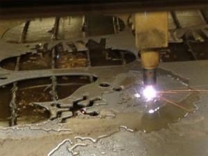 Fjärilstillverkning i vår CNC-skärmaskin